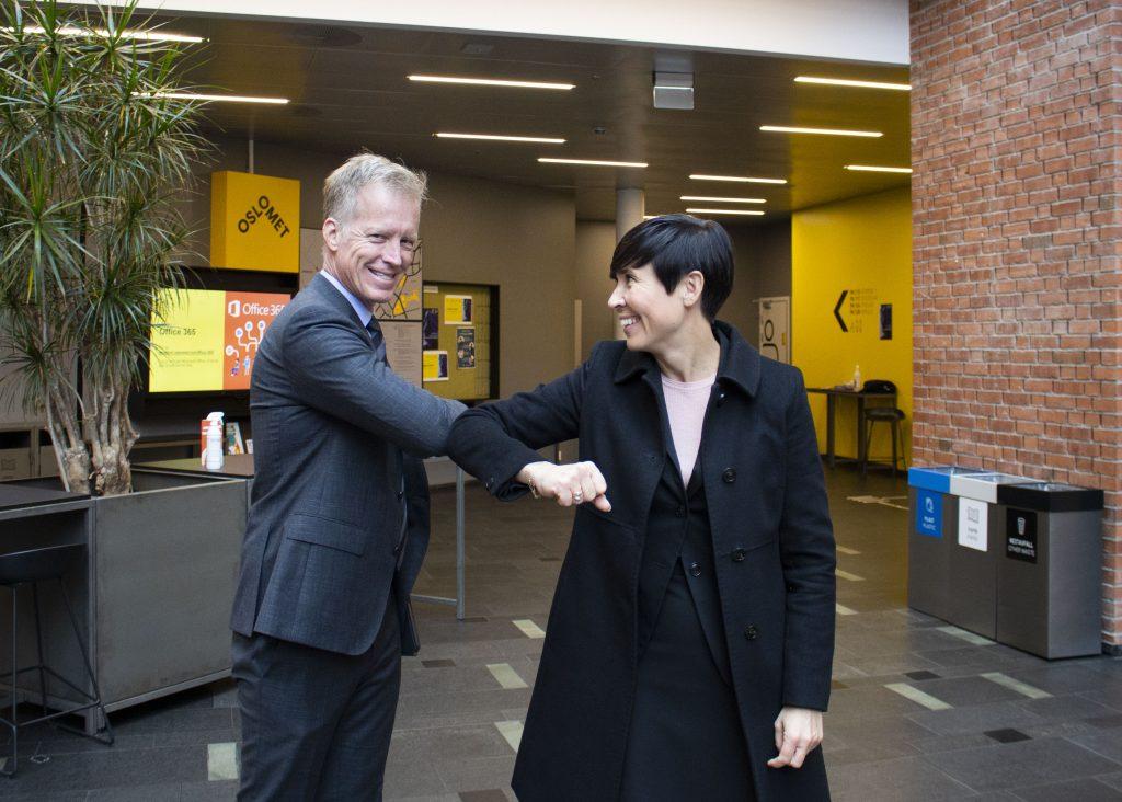 Minister Ine Eriksen Søreide greeted Rector Curt Rice