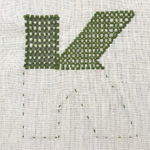Motiv brodert med hardangersøm, bokstaven K.