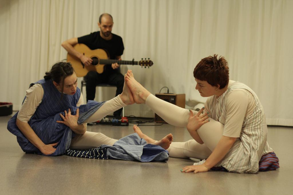 Bilde av dansere og musiker.