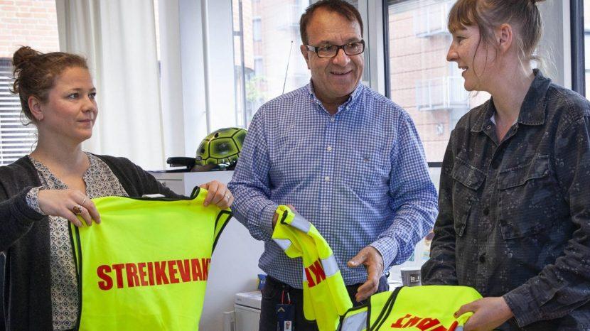 Cecilia Novas, Amir Haghighi og Ingvild Nordang på NTL OsloMets streikekontor. Forbereder streik. Foto: LO Media