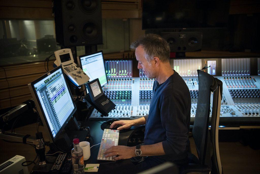 I NRK-studio. Foto: Sonja Balci