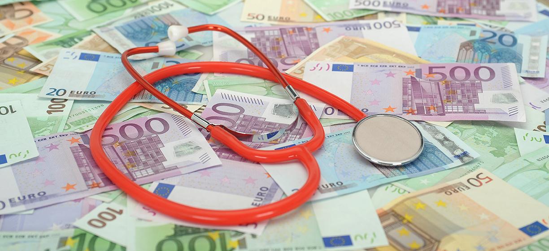 Stetokop liggende på euro-sedler. Foto: colourbox.com